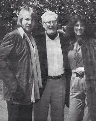 Anni-Frid con il collega Benny Andersson del gruppo ABBA incontra per la prima volta il padre, ex SS-Sharführer Alfred Haase, pasticcere in pensione. (Forse 1979)